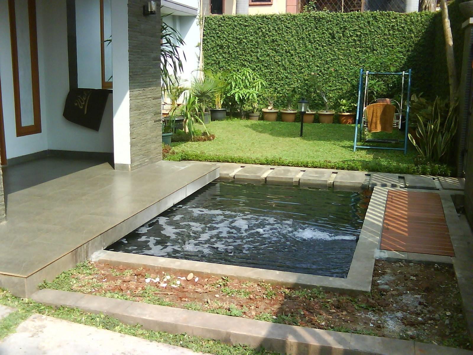 taman belakang rumah minimalis Desain Taman Dan Kolam Ikan